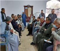 رئيس مركز إسنا يلتقي بأهالي «الكيمان والمطاعنة» لبحث احتياجاتهم