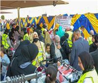 الهجرة : المصريون بالكويت يقدمون مساعدات لأهالي «الأسمرات»