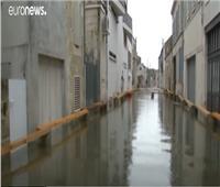 الفيضانات تحول منطقة فرنسية إلى بحيرة.. فيديو