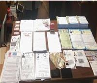 نصاب يستولى على أموال ضحاياه بـ«شهادات مزورة» ودورات وهمية