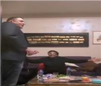 وصلة رقص وغناء من الفيشاوي وزوجته مع الكينج منير بمنزله| فيديو