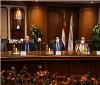 وزير الرياضة يبحث مع وزير الطيران استعدادات مصر لاستضافة بطولات عالمية