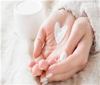 للسيدات.. أفضل طريقة لحماية اليدين من الجفاف في الشتاء