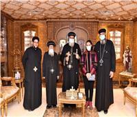 خلال استقباله لنيافة الأنبا قزمان.. البابا تواضروس يعزي كاهن العريش