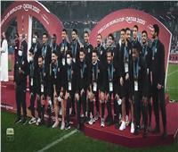 مونديال الاندية | لاعبو الأهلى يتسلمون ميداليات المركز الثالث .. فيديو