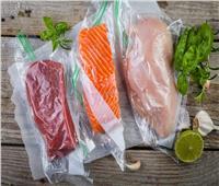 خبيرة توضح الطريقة المثالية لفك تجميد اللحوم