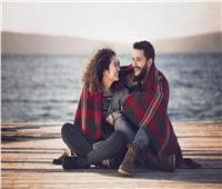 إشارات تدل على إعجاب المرأة بك.. أبرزها لغة العيون