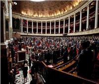 ما هو قانون صامويل باتي الذي أقرته فرنسا؟