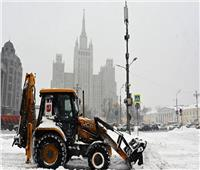 موسكو تغرق في الثلوج.. وحركة المرور تصاب بالشلل | صور وفيديو