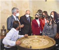 وزيرة الهجرة تفتح مشروعا لإحياء الحرف التراثية بالجمالية أسسه مصري مقيم بكندا