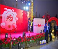 منى عبد الغني وهاني رمزي يشاركان عرائس «دكان الفرحة» في عيد الحب |صور