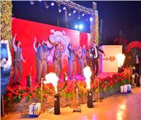 محمود الليثي يشارك عرائس «دكان الفرحة» في عيد الحب |صور