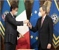 كونتي يسلم «جرس الحكومة» لرئيس الوزراء الإيطالي الجديد دراجي.. فيديو