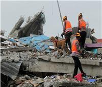 مصرع شخصين وفقدان 16 إثر انهيارات أرضية في إندونيسيا