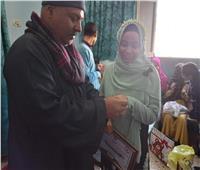 «رحاب» حفظت القرآن كاملا بأحكامه وتجويده.. ووالدها: فخور بابنتي
