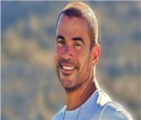 عمرو دياب يشعل السوشيال ميديا بسلفي إعلانه الجديد