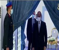 لحظة وصول الرئيس السيسي لافتتاح المجمع الطبي المتكامل بالإسماعيلية| فيديو