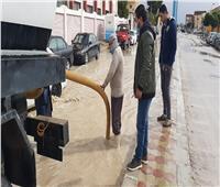 رفع تجمعات مياه الأمطار بالطريق الدولي الساحلي بمطروح