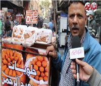 أبو عمر «حلواني تيك أواي» خرج بدراجته بحثا عن الرزق| فيديو