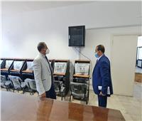 رئيس جامعة دمنهور يتفقد معمل شهادات التحول الرقمى بالجامعة