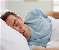 خبير يوضح سبب التنفس بصوت عالي أثناء النوم