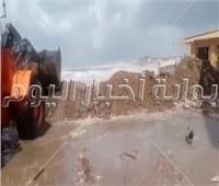 إقامة سواتر رملية أمام شواطئ رأس البر لمنع خروج مياه البحر.. صور وفيديو