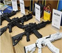 روسيا تعرض مسدسًا من إنتاج «كلاشنيكوف» في أبوظبي