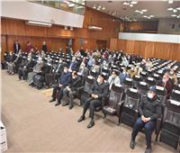محافظ أسيوط يشهد تسليم أجهزة «التابلت» بالمراكز والأحياء