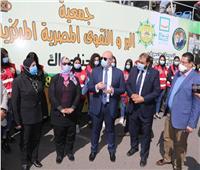 توزيع مواد غذائية وبطاطين على الأسر الأولى بالرعاية في بني سويف