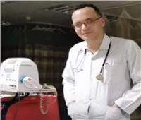 بسبب «شهامته».. «كورونا» يصيب طبيبا 3 مرات| فيديو