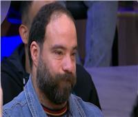 وائل العوني يبكي على الهواء بسبب زوجته