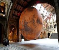 صور| متحف التاريخ الطبيعي بلندنيثبت نموذج ضخم للمريخ