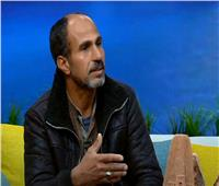 فيديو  فنان الوادي الجديد عادل محمود يروي قصة بداية العمل بهذه الحرفة