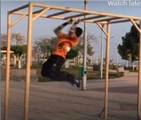 فيديو| سبايدرمان المصري.. عجوز 68 عاما يتسلق الحوائط