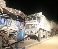 مصرع 9 أشخاص وإصابة 6 آخرين في تصادم أتوبيس وشاحنة بالسويس