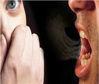 أنفر من زوجي بسبب رائحة فمه الكريهة.. هل هذا نشوز؟