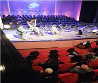 وزيرة الثقافة ورئيس دار الأوبرا يكرمان ابنة الراحل «ثروت عكاشة»