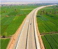 يضم طريق أسفلتي للشاحنات.. وزير النقل يتفقد «الصعيد الصحراوي الغربي»