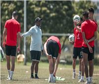 لاعبو الأهلي يدرسون فريق سيمبا التنزاني | فيديو