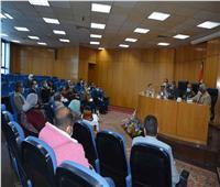 محافظ المنيا يناقش مع الجمعيات الأهلية توحيد الجهود للمشاركة في «حياة كريمة»