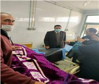 وكيل «صحة المنوفية» يزور أمين شرطة مصاب في حريق مصنع السادات