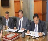 «عزيز» و«الشيخ» يناقشان سبل تطوير الجهاز الإداري بجامعة سوهاج