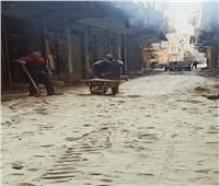 تركيب بلاط «إنترلوك» بالشوارع الداخلية في مدينة الخصوص