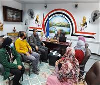 وكيل وزارة التعليم بأسوان يجتمع بإدارة الموهوبين والتعلم الذكي