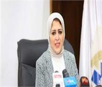 لماذا لم تبدأ مصر بتطعيم كبار السن وأصحاب الأمراض المزمنة؟.. «الصحة» تجيب