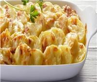 طريقة عمل «صينية البطاطس والدجاج  بالبشاميل»