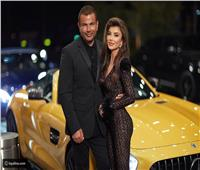 عارضة الأزياء الروسية التي ظهرت مع عمرو دياب بـ«دبي» في 9 معلومات