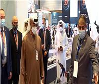ولي عهد أبوظبي يتفقد جناح وزارة الإنتاج الحربي بمعرض «2021 IDEX»