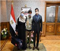 أشرف صبحي يكرم الطفل الموهوب رياضيًا