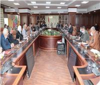 محافظ بني سويف يناقش هموم المواطنين مع أعضاء «النواب والشيوخ»